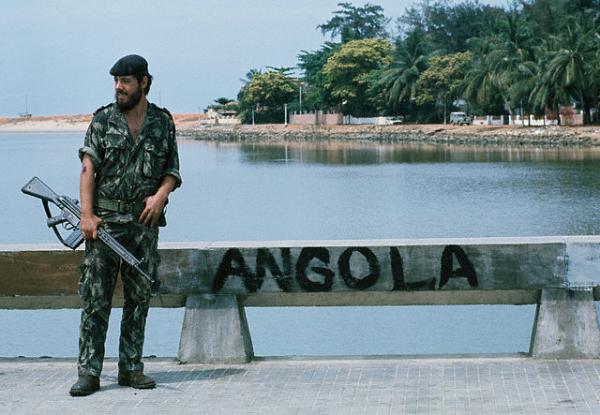 Soldado portugués en Luanda.