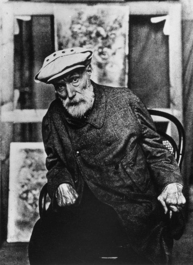 Renoir, con sus manos atrofiadas por la artritis hasta ser garras.